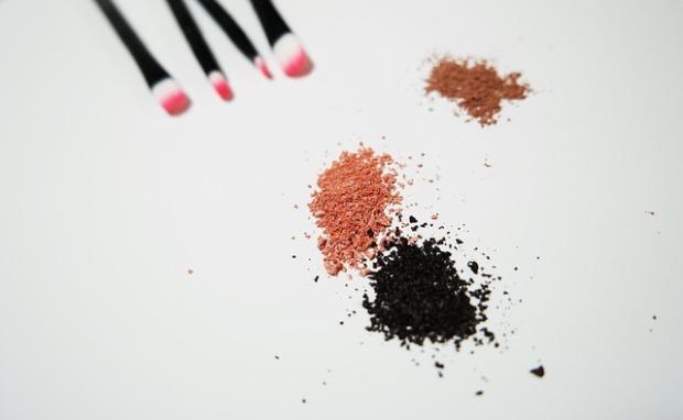 makeup-1143174_640