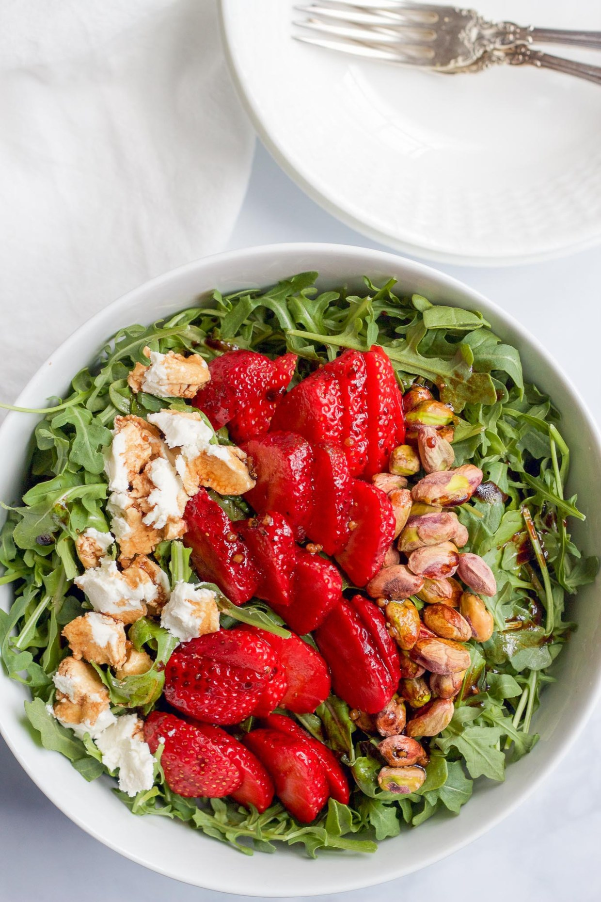 lettuce salad with strawberries - HD1360×907