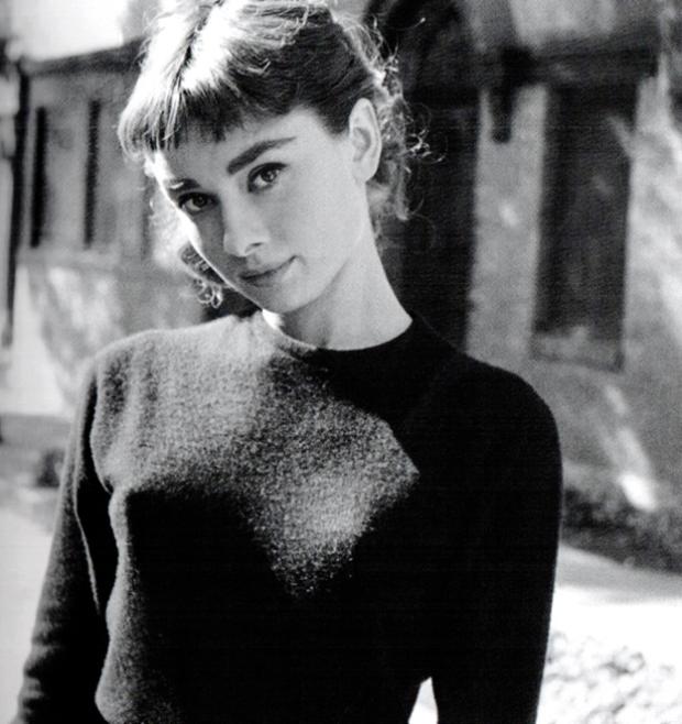 audrey-hepburn-sweater