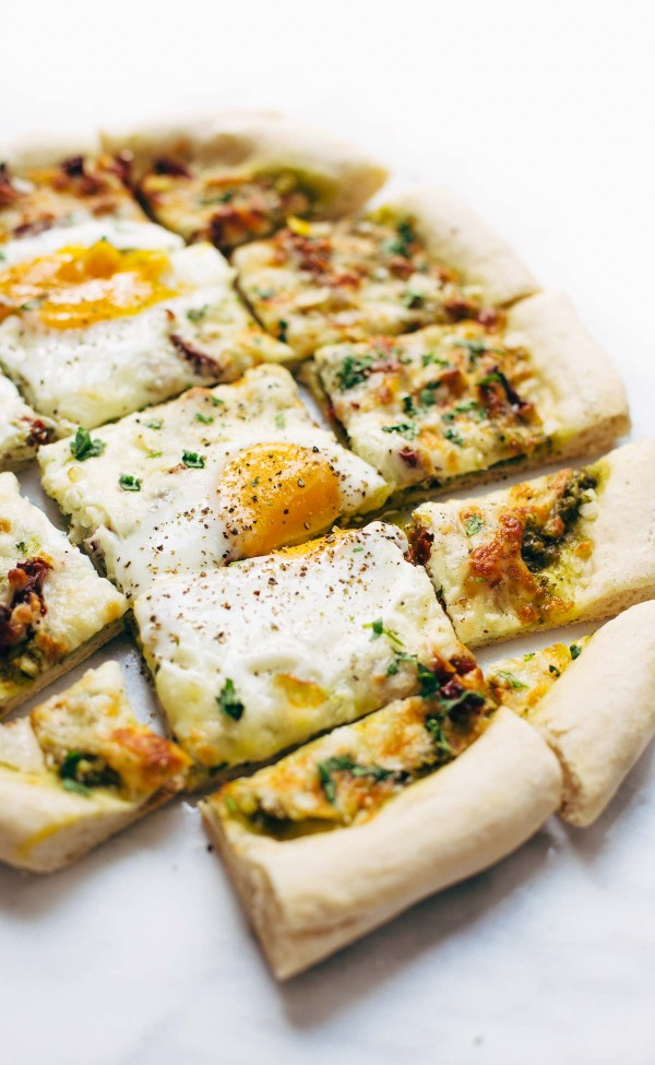 kale-pesto-breakfast-pizza